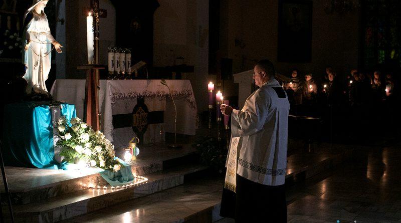 Akatyst  rozbrzmiewał w kościele Michała Archanioła