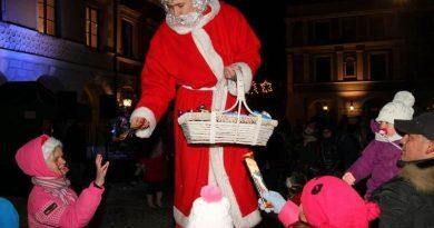 6 grudnia 2013 r. Mikołaj zawitał do Zamościa na Rynek Wielki.