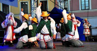 XIII Eurofolk – Zamość 2014 pierwszy dzień kiermaszu sztuki ludowej i Koncerty na Rynku Wielkim 18.07.2014