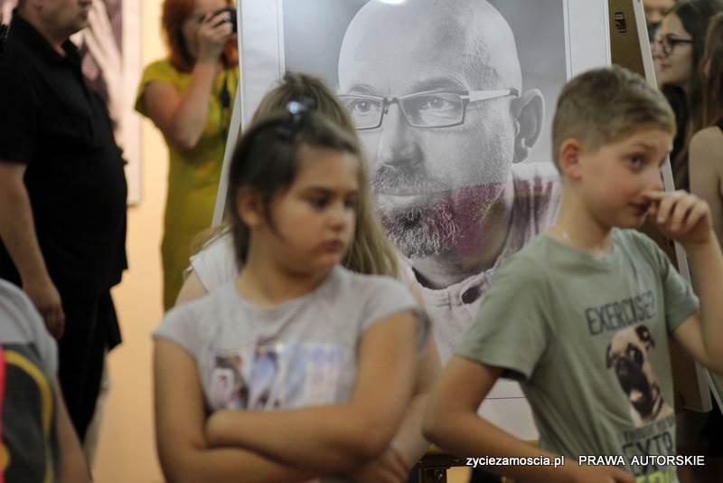 """Wernisaż wystawy pt.: """"Światło i barwa – portrety Zamościan"""" – 31.05.2016"""