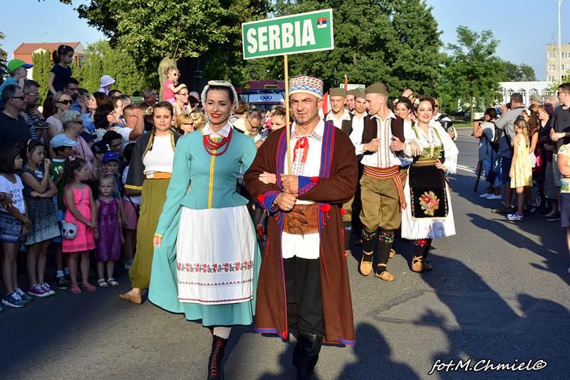 Korowód EUROFOLKU ulicami Zamościa