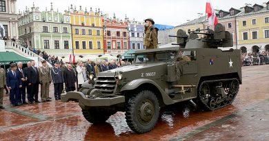 Zamość – przysięga żołmierzy Brygady Obrony Terytorialnej im. Hieronima Dekutowskiego, DEFILADA