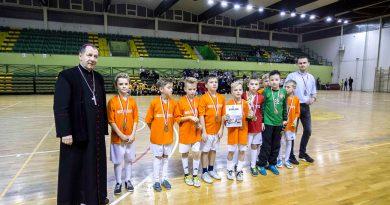 XIV Diecezjalny Turniej Halowej Piłki Nożnej – wręczenie pucharów