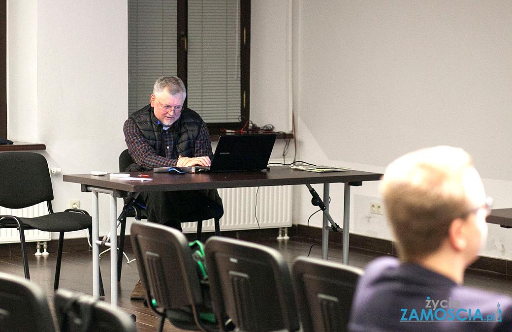 Co się kryje w torfie koło Komarowa?