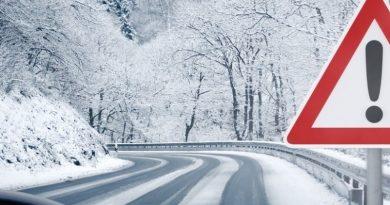 Silny wiatr, zawieje i zamiecie śnieżne a do tego oblodzenie…
