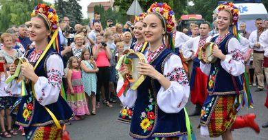 Barwny folkowy korowód przeszedł ulicami Zamościa