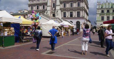 Folkowy kiermasz na Rynku Wielkim