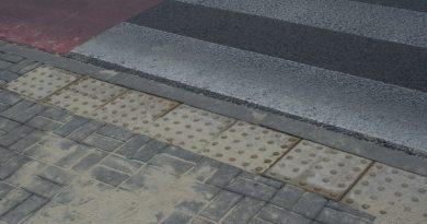 Płytki integracyjne na zamojskich przejściach dla pieszych