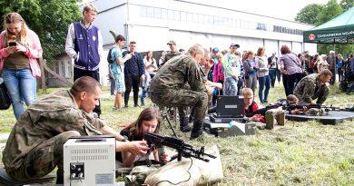 Symulator strzelania i pokazy sprzętu wojskowego….