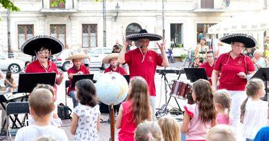 Muzyczna Podróż Dookoła Świata na Rynku Wodnym