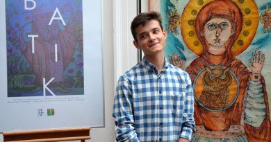 Wystawa batików Bartosza Stadnika w PLSP w Zamościu
