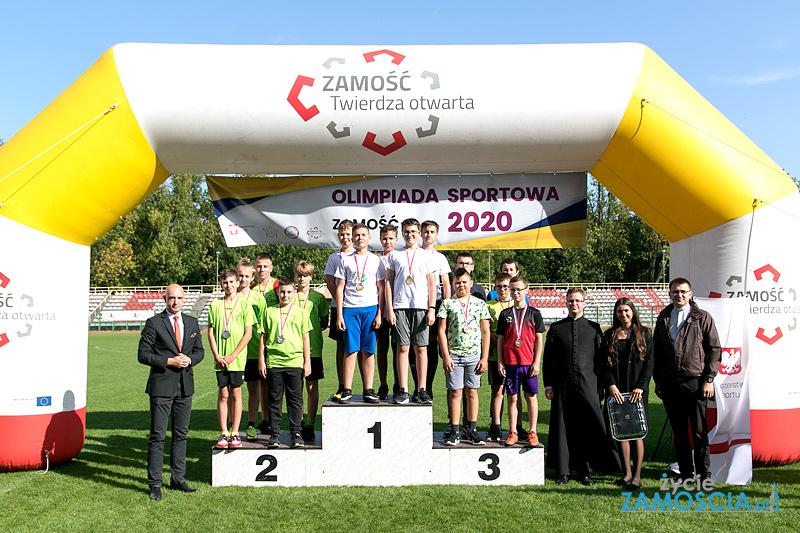 Olimpiada Sportowa LSO na stadionie OSiR – wręczenie medali