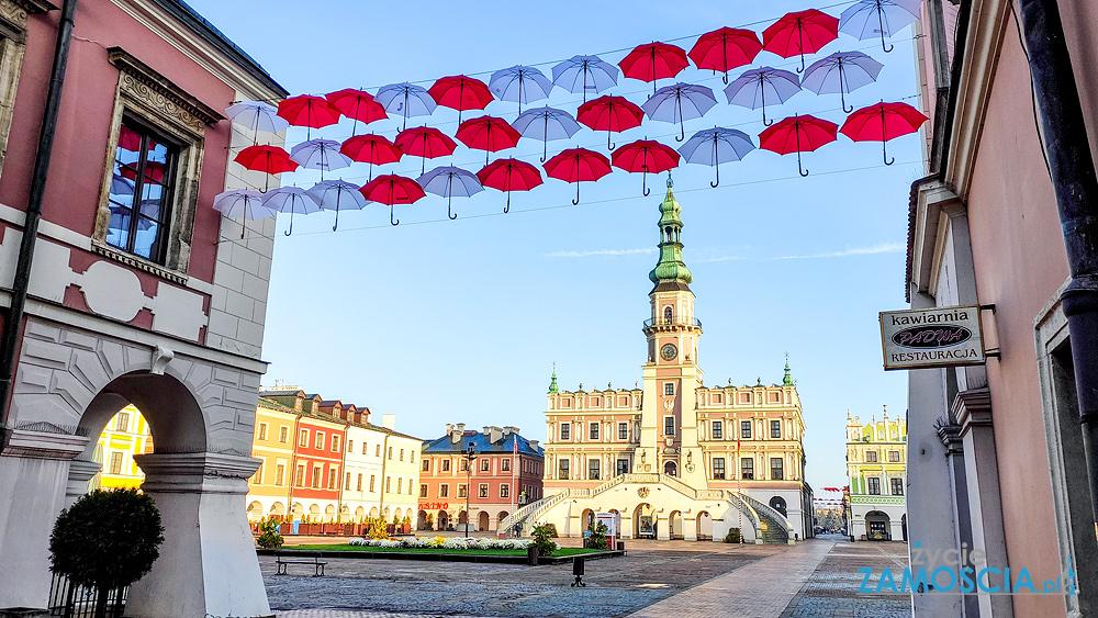 Stare Miasto pięknie udekorowane na 11 Listopada