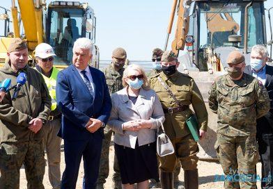Uroczyste rozpoczęcie robót budowlanych Pomnika Chwały Kawalerii i Artylerii Konnej w Wolicy Śniatyckiej