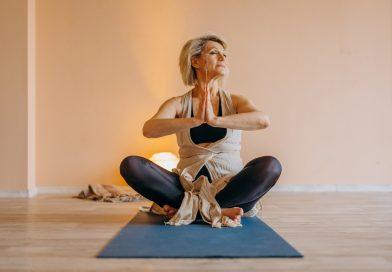 Joga dla seniora? Czy starsi mogą zacząć praktykować jogę?